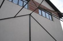 Навес к дому из металлоконструкции